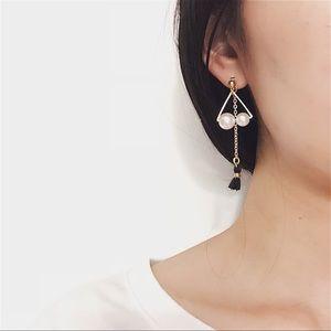 Jewelry - New❤️ Pearl and Tassel Drop Earrings